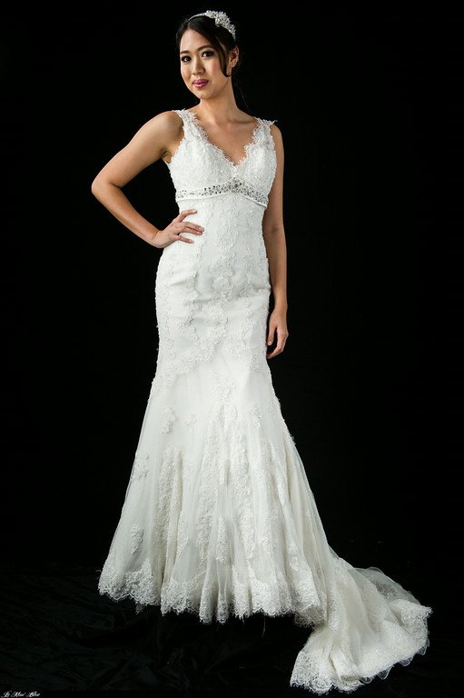 B201109 Vstrap Vintage lace fishtail wedding dress