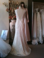 SH customdesign low v-back wedding dress
