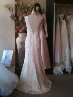 SH customdesign low v-back wedding dress
