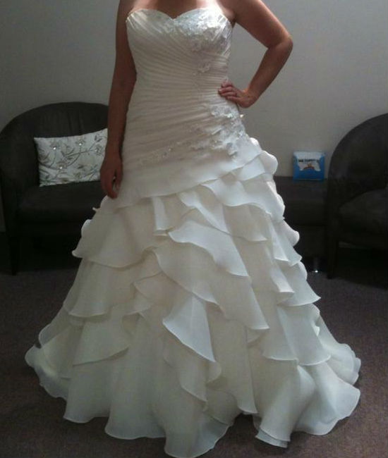 D1701 ruffled skirt wedding dress