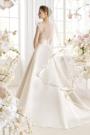 Avenue Diagonal PATRIZZIA graceful V-back satin wedding dress with court train