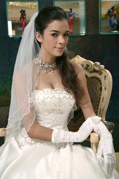 KL0010 Gold beaded wedding dresses